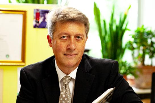 教授 マイケル・チョレウィンスキー|名古屋外国語大学 現代国際学部 現代英語学科